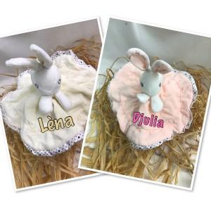 Doudou lapin brodé au prenom